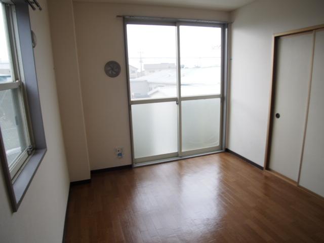 ルミエールハウス 02010号室のリビング