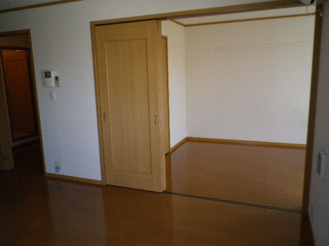 プリムローズⅡ 02010号室のリビング