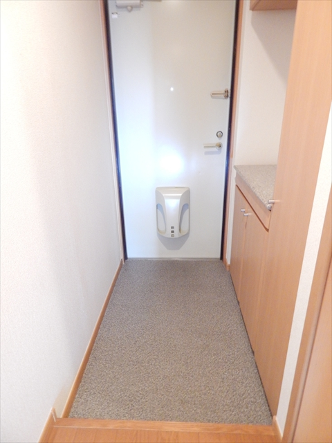 キュ-ズ・エスポワ-ル 02050号室の玄関