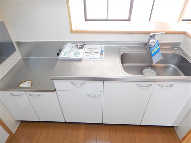 キュ-ズ・エスポワ-ル 02050号室のキッチン