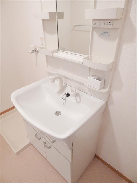 キュ-ズ・エスポワ-ル 02050号室の洗面所