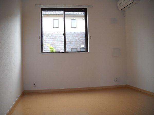 エテルノ ブリ-ズ Ⅱ 01020号室の居室