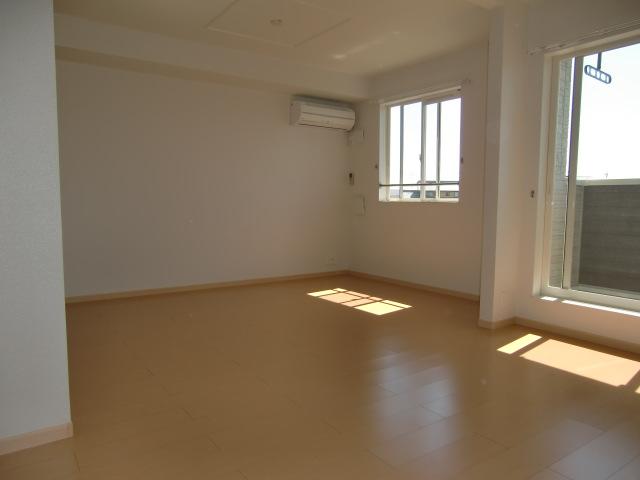 フォルトゥーナ・デーア 02010号室のリビング
