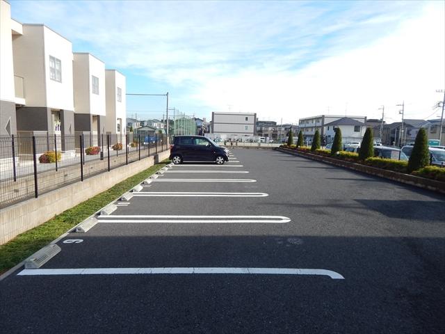 パルピタン 01020号室の駐車場