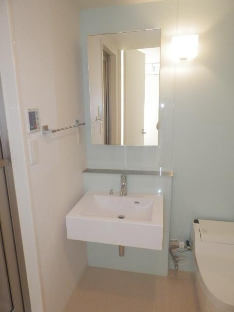 コンフォートスクエア 02010号室の洗面所