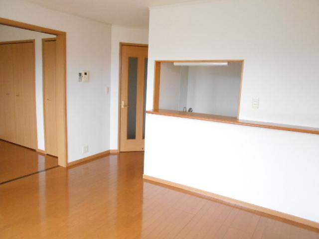 プリムローズⅢ 02010号室のリビング