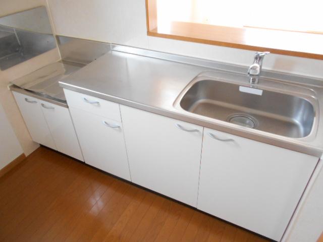 プリムローズⅢ 02010号室のキッチン