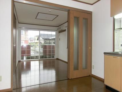 レジーナ弐番館 01020号室のリビング