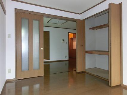 レジーナ弐番館 01020号室の居室