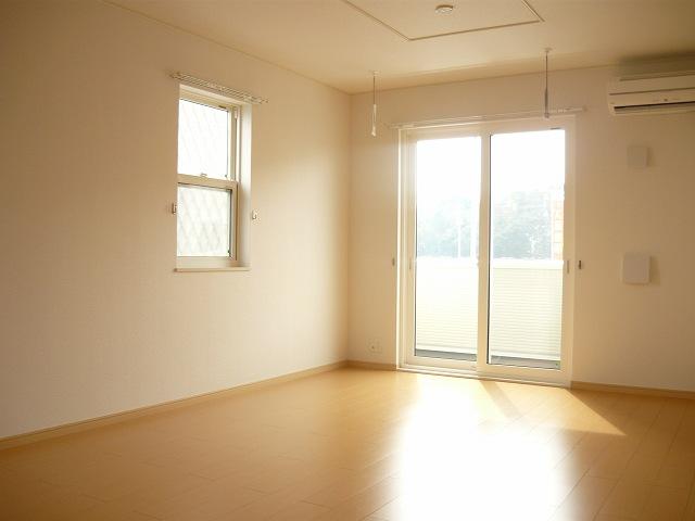 アロッジオ 01010号室のリビング