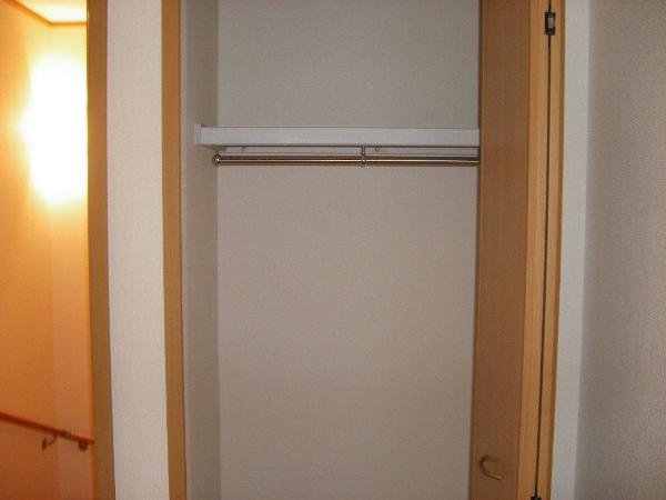 グランデ・オルソⅡ 01050号室の収納