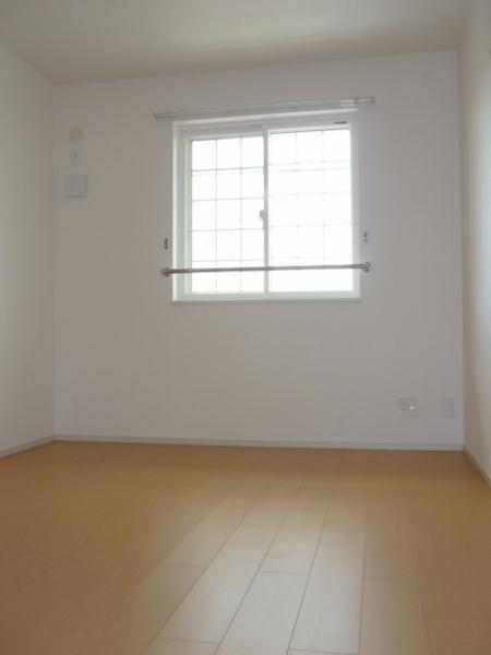 リトルパインズ 02030号室の居室