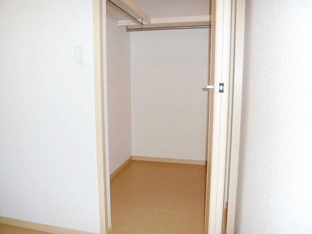 エレガント さくら 01010号室の収納