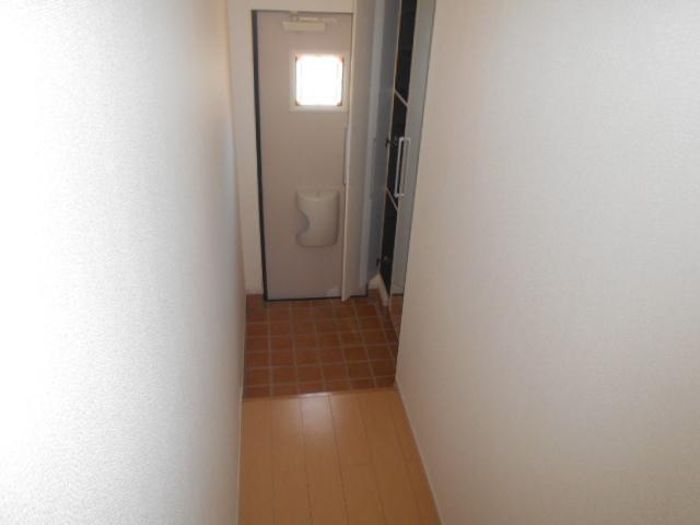 ライカム弐番館 02040号室の玄関