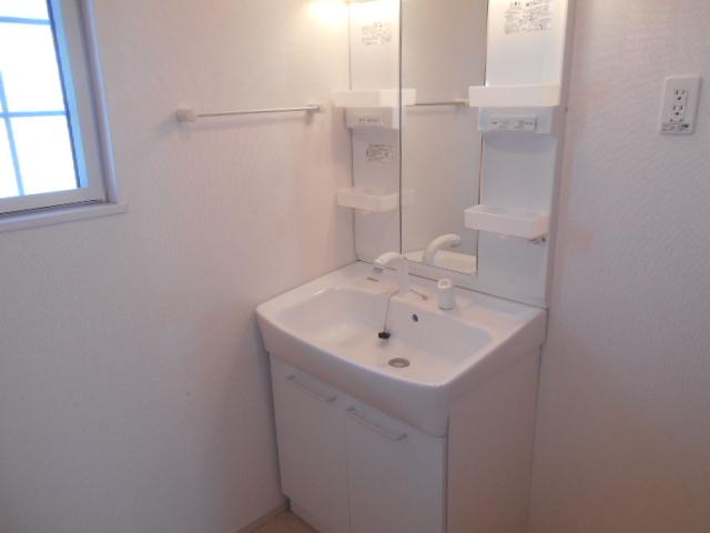 ライカム弐番館 02040号室の洗面所
