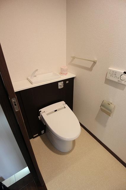 グリーン ガーデン 01010号室のトイレ