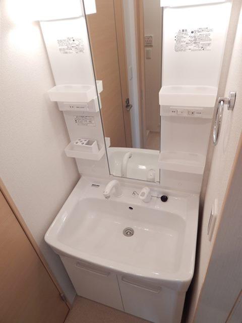 プルメリア 01040号室の洗面所