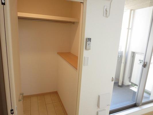 ジュネス東玉川 01010号室の収納