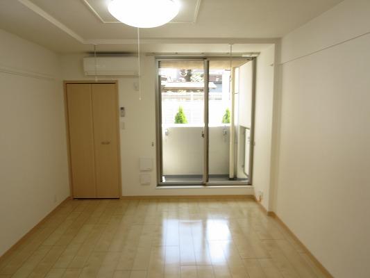 ジュネス東玉川 01010号室のリビング