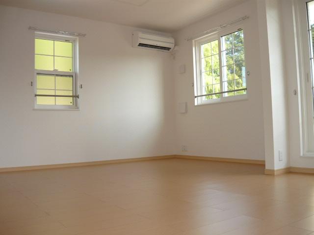 サンフィオーレ 02040号室のリビング
