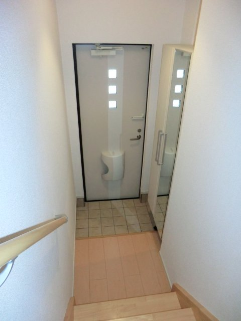 スプリング ヒル 02030号室の玄関