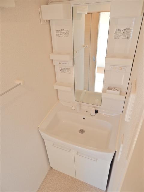 グラン・ホワイエ 02030号室の洗面所
