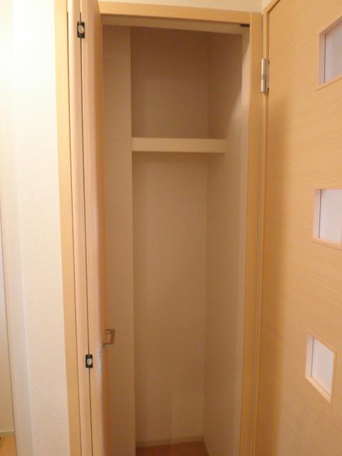 ロ-ズハウス OZ Ⅲ 01030号室の収納