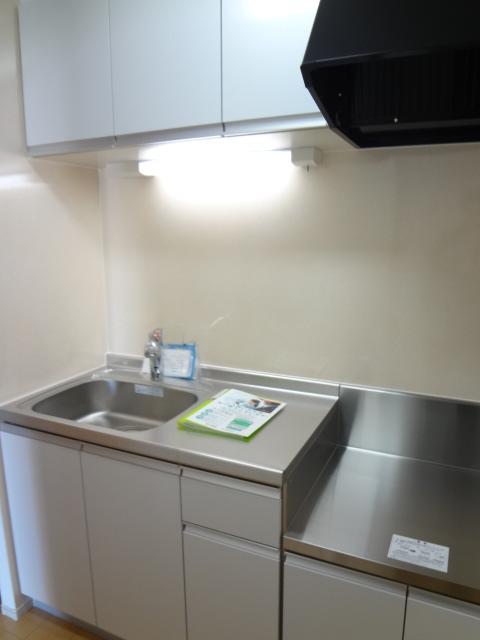 カトレア ハウスⅡ 01040号室のキッチン