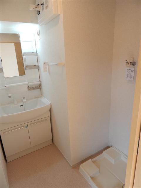 キューズ エリシオンA 01030号室の洗面所