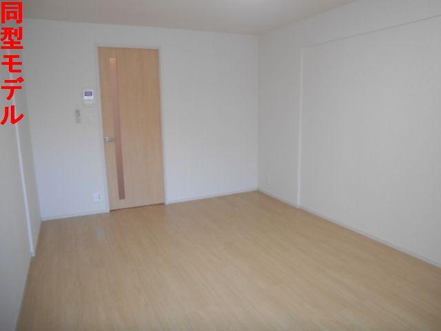 オール プロパティ 02020号室の居室