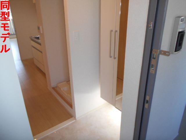 オール プロパティ 02020号室の玄関