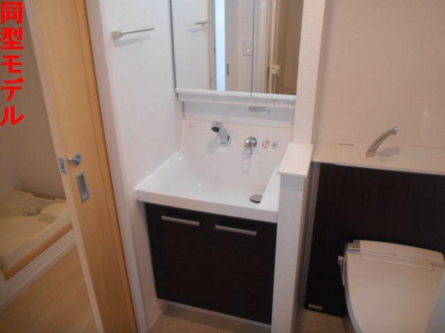 オール プロパティ 02020号室の洗面所