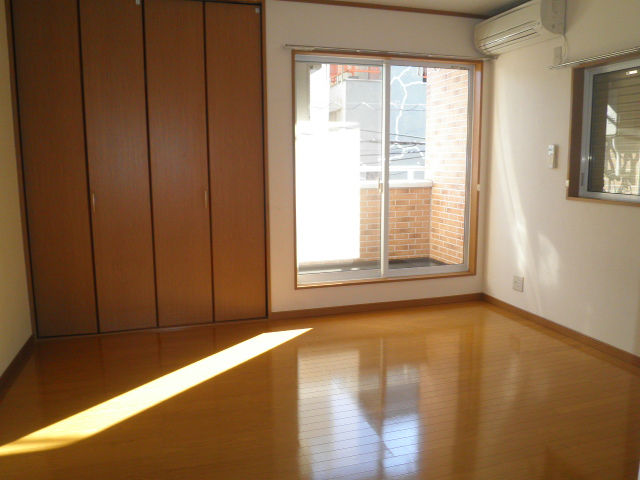 サンハイツ南浦和 201号室の居室