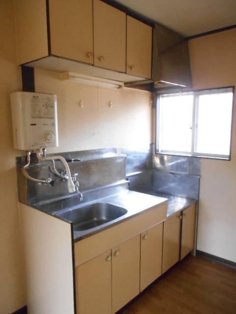 スカイハイツ古川 203号室のキッチン