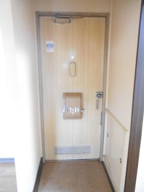 スカイハイツ古川 203号室の玄関