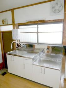 やよい荘 201号室の洗面所