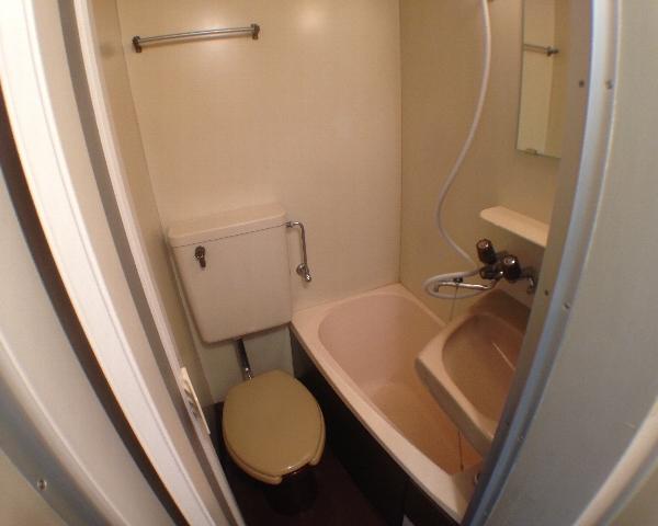 インデンス三軒茶屋Ⅲ 202号室のトイレ