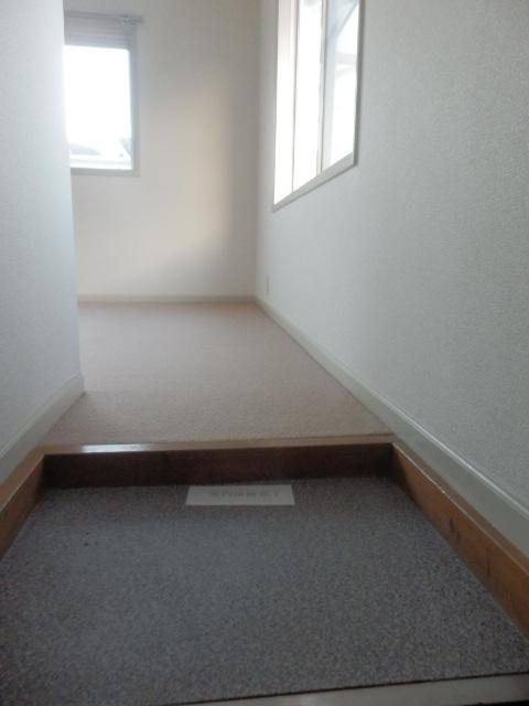 フローラ都立大学 202号室の玄関
