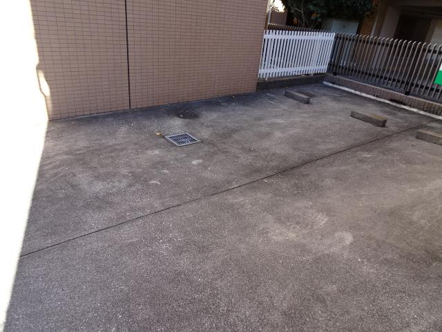 メゾンドール 303号室の駐車場