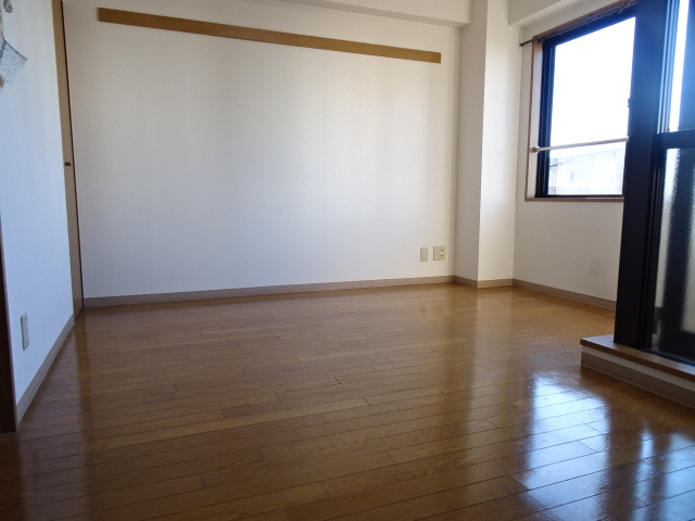 メゾンドール 303号室のリビング