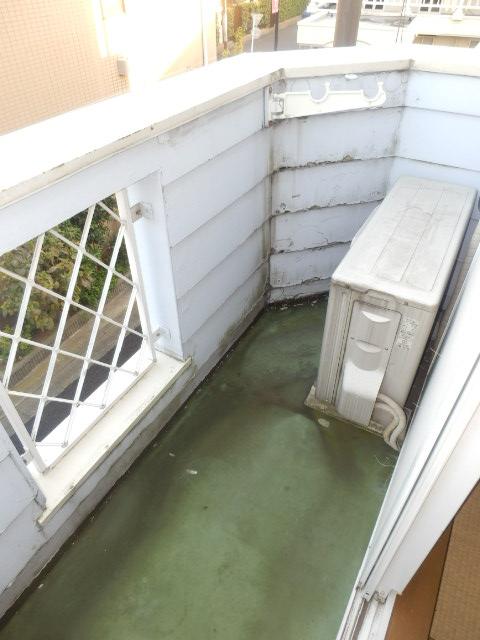 ストークハイツ五本木 202号室のバルコニー