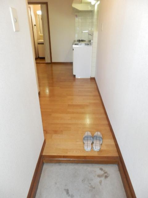 ストークハイツ五本木 202号室の玄関