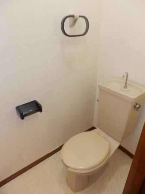 ストークハイツ五本木 202号室のトイレ