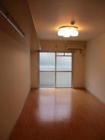 ユースフル武蔵小杉 203号室の居室