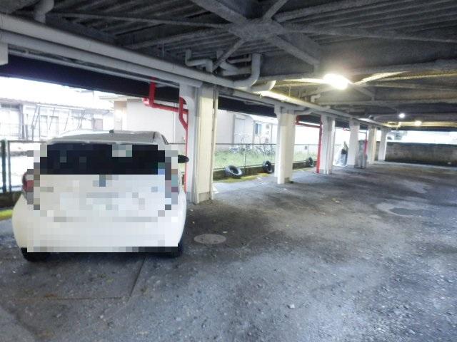 プランドール上戸祭 303号室の駐車場