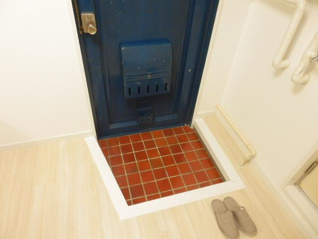 プランドール上戸祭 303号室の玄関