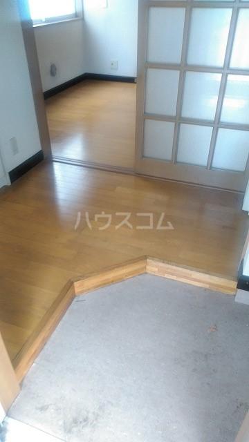 オフコーポ日暮Ⅱ 203号室の玄関