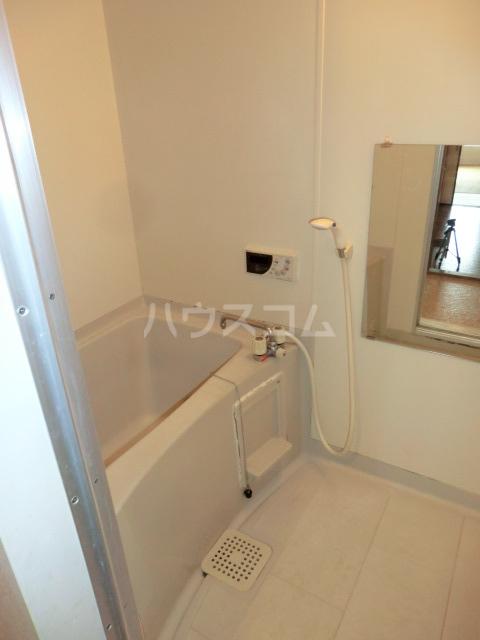 ヴァンベール中井川 301号室の風呂