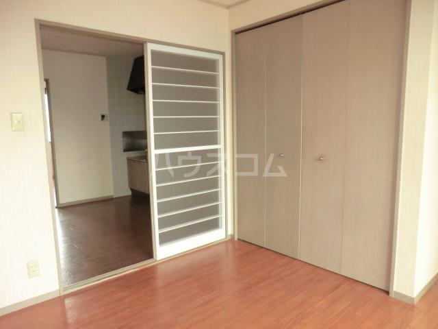 ヴァンベール中井川 301号室の居室