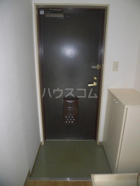 ラポール高砂 301号室の玄関